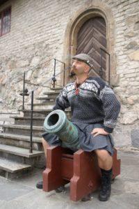 Kilt cannon